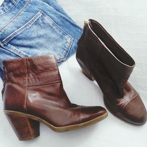 Shoes - { BANDOLINO } ·Ankle booties ·